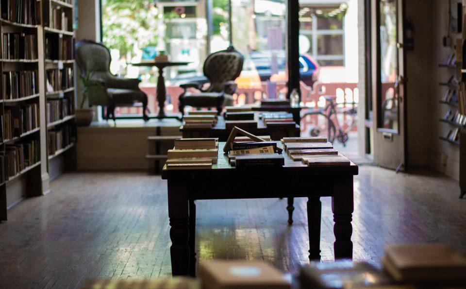 Empat Puluh Surga Penggila Buku di Vancouver