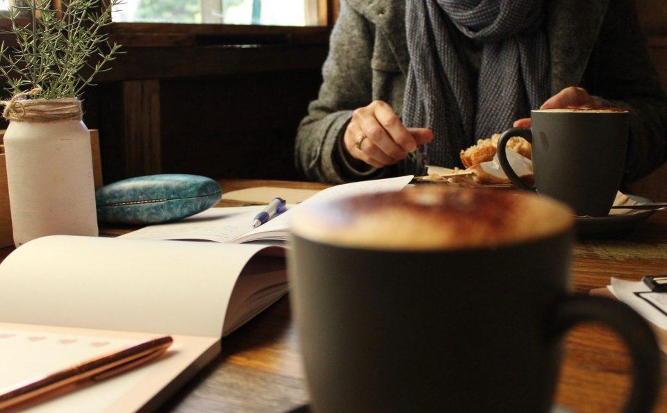 Romansa Café dengan Penulis